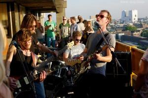 Leuke muziek op het dak!